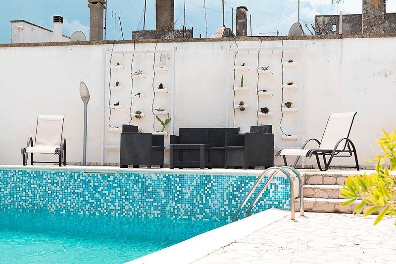 zwembad ontspanningsruimte