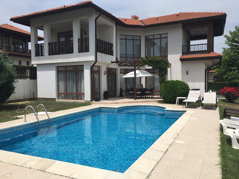Luxury Villa With Private Pool, casa vacanza a Sunny Beach