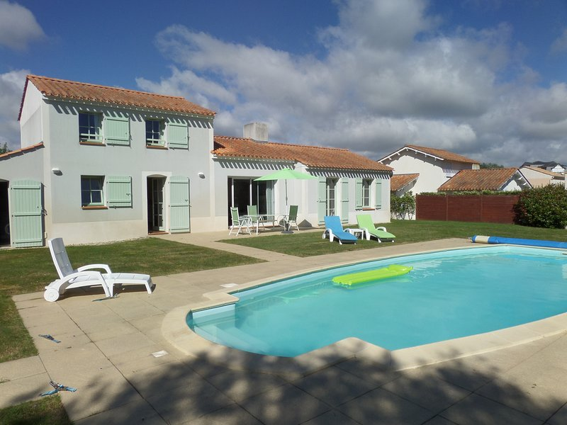 Private villa with heated pool close to a the golf course, vacation rental in Saint-Gilles-Croix-de-Vie