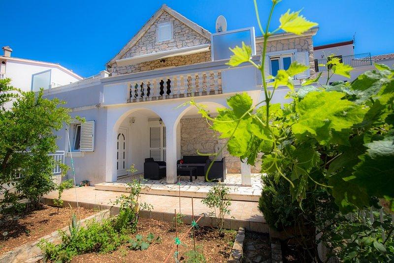 Villa Dorota, great location near the beach, holiday rental in Primosten