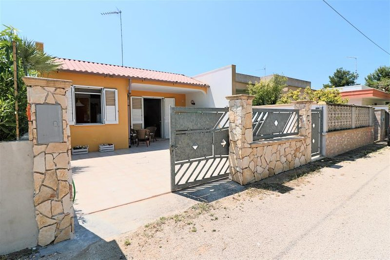 Holiday house villa Cristel in Padula Bianca of Gallipoli a few meters from the, casa vacanza a Padula Bianca
