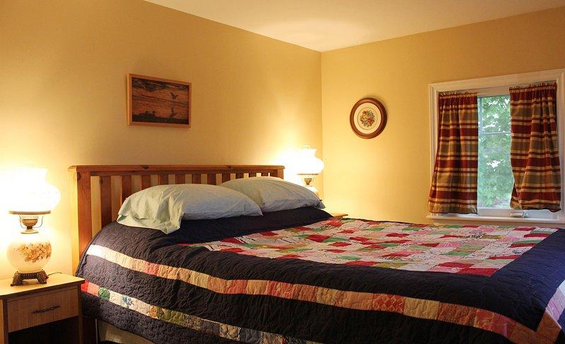 Una cómoda cama Queen Size ... no King como dice el sitio.