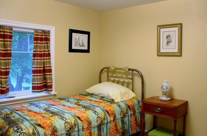 Una cama doble cómoda (individual).