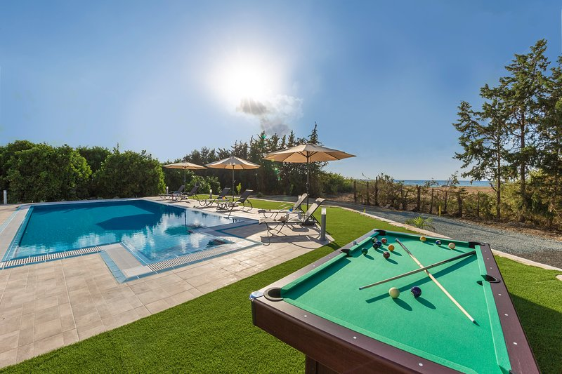 Villa Ammoyiali, 4 Bed, 4 Bath - Large Private Pool just 100m from Beach/Sea, holiday rental in Paphos District