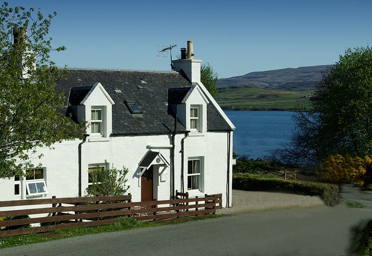 Keeper's Cottage, Skeabost Bridge, nr Portree, Isle of Skye, holiday rental in Treaslane