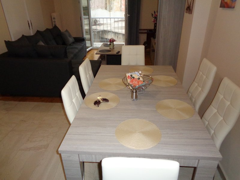 Home in Athens centre / suitable for 2-3 persons / nice region, holiday rental in Kaisariani
