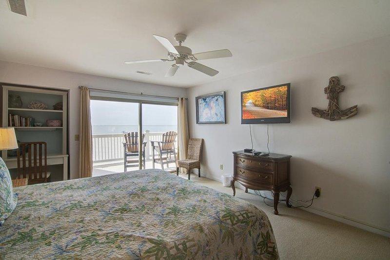 Cada suite principal, con vista al mar