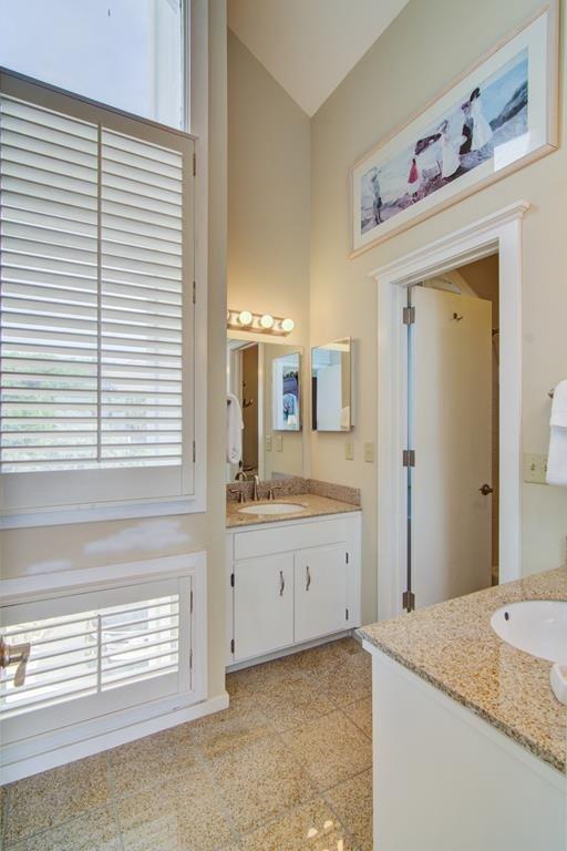 Dos baños privados en el primer nivel
