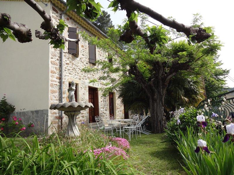 Gîte spacieux de 200 m² dans le Parc National des Cévennes, aluguéis de temporada em Le Martinet