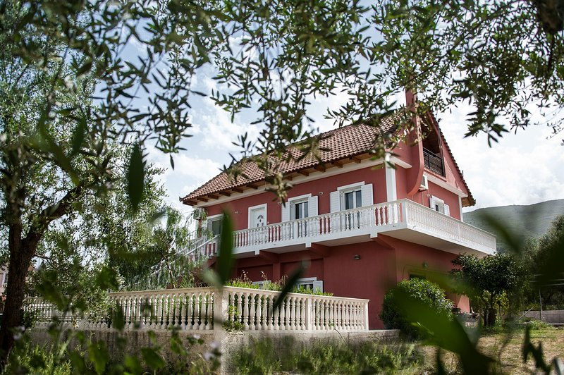 Villa Thalia -4 bedroom apartment with attic, holiday rental in Lagopodo