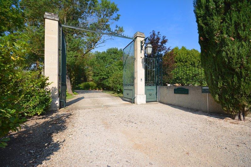 chambre d'hôtes, holiday rental in Saint Saturnin les Avignon
