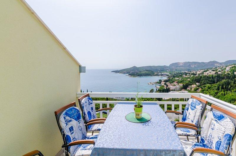 Villa Soleil - Apartment 1 mit Balkon und fantastischem Meerblick, holiday rental in Mlini