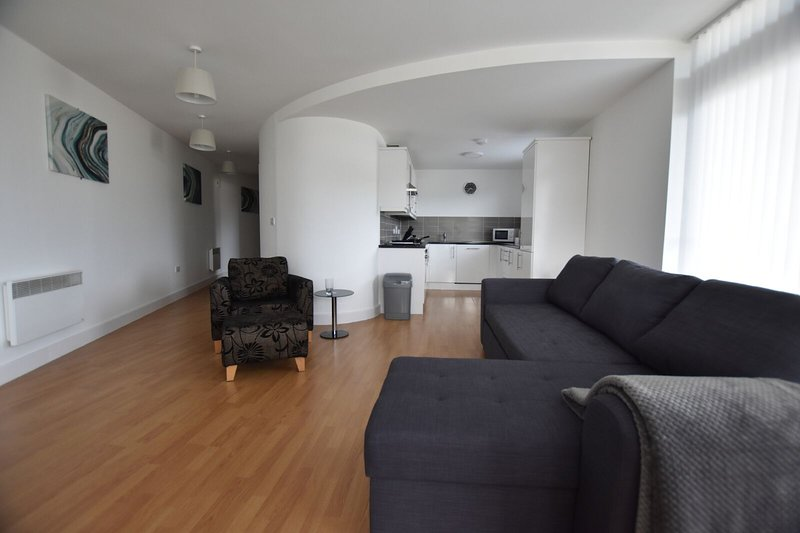 2a Bedroomed Luxury Apartment with Private Balcony, vacation rental in Sunderland