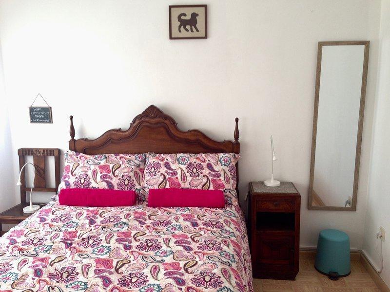 Coasthouse Raposeira Budget Room 3 (Shared bathroom), vacation rental in Vila do Bispo