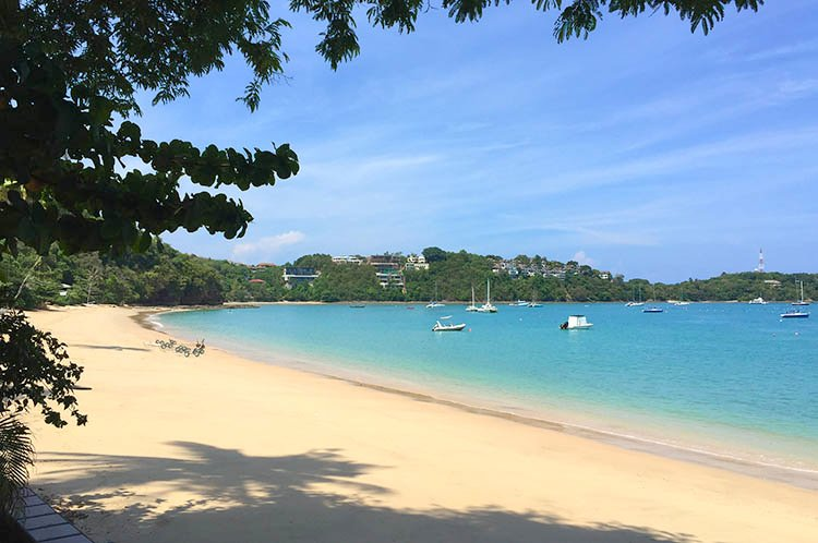 Studio 2 in 2 steps from the sandy beach, holiday rental in Phuket Town