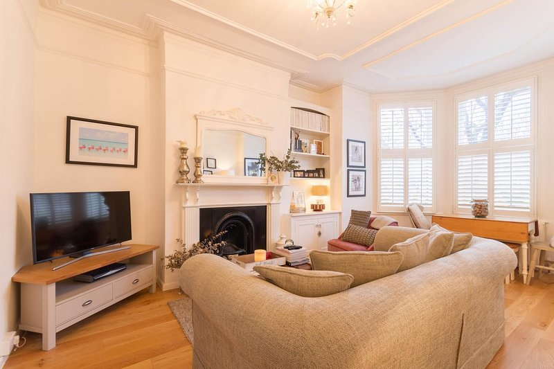 NEW Bright 2BD Flat in the Heart Alexandra Palace, Ferienwohnung in North Finchley