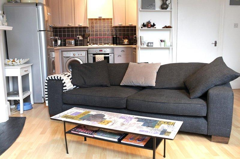 Trendy 2BD flat in West Hampstead, aluguéis de temporada em Willesden