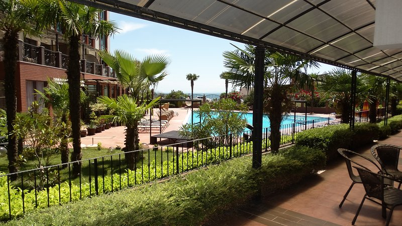 Luxurious 2-Bedroom Apartment with Private Veranda, vacation rental in Nessebar