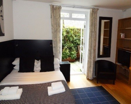 studio flat bloomsbury london has air conditioning and cable
