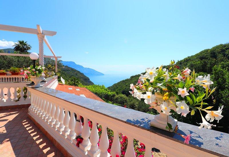 (Sorrento room) - B&B VILLA COSTANZA, holiday rental in Colli di Fontanelle