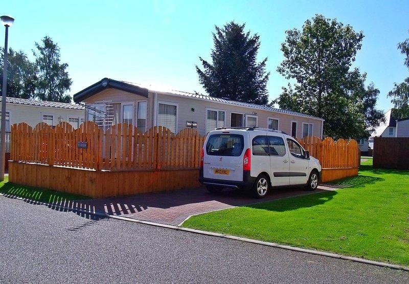 Dayven Lodge, 32, Boat of Garten Holiday Park, Aviemore, holiday rental in Carrbridge