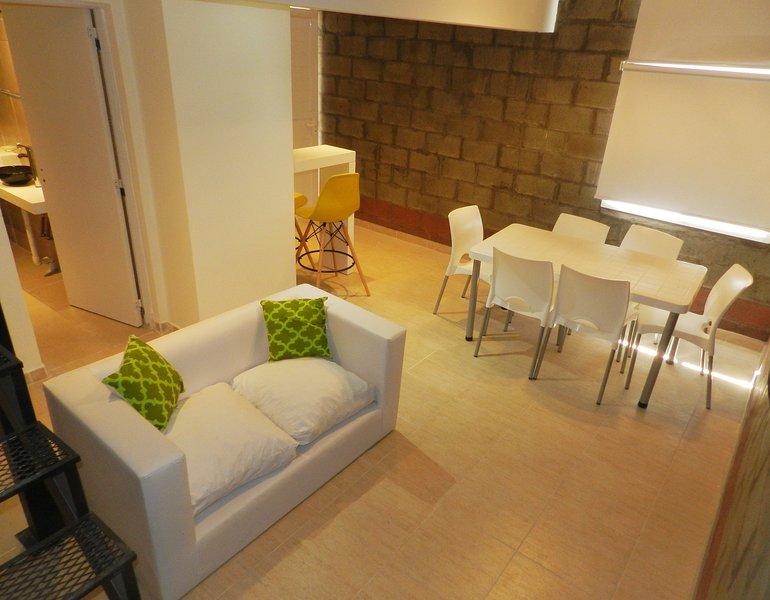 No 8 - Alojamiento totalmente equipado, a escasas cuadras del hermoso Rio Negro, holiday rental in Viedma