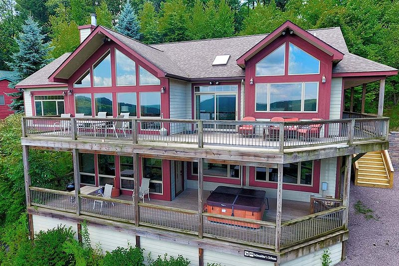 Rocky Mountain Lodge, vacation rental in McHenry