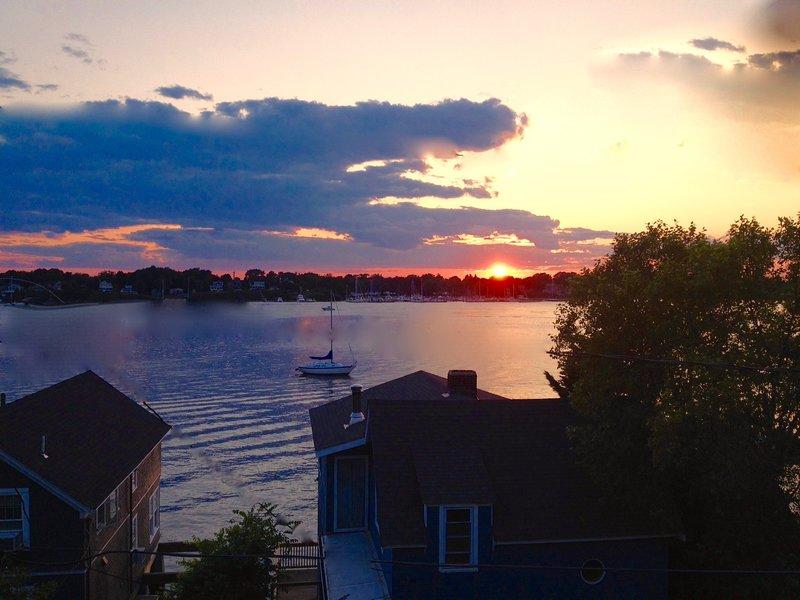 'Ships Bridge' Grand Waterview With Stunning Sunsets, location de vacances à Warren