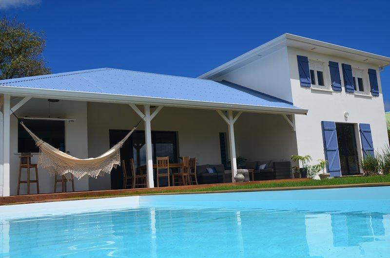 Nouveau ! Belle villa 4 chambres, grande piscine, vue mer !, aluguéis de temporada em Le Francois