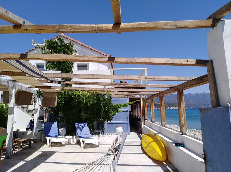 Beach House For Short And Long Term Holidays, holiday rental in Votsalakia