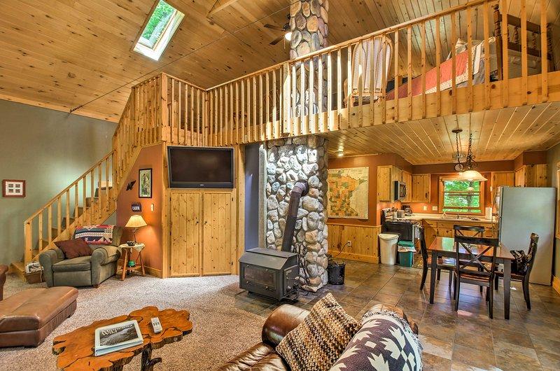 Trout Lake Cabin w/ Private Dock, Kayaks & Loft!, holiday rental in Deer River