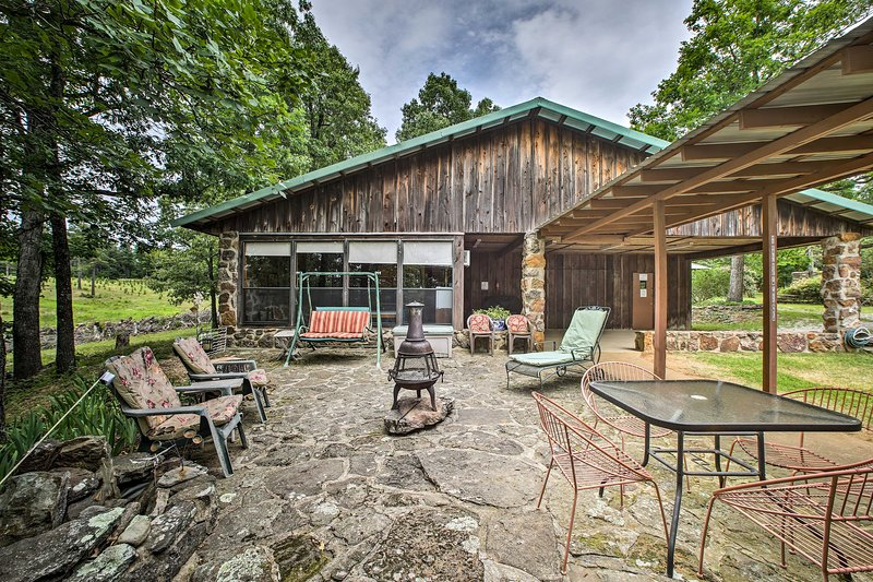 The cabin features optimum outdoor accommodations.