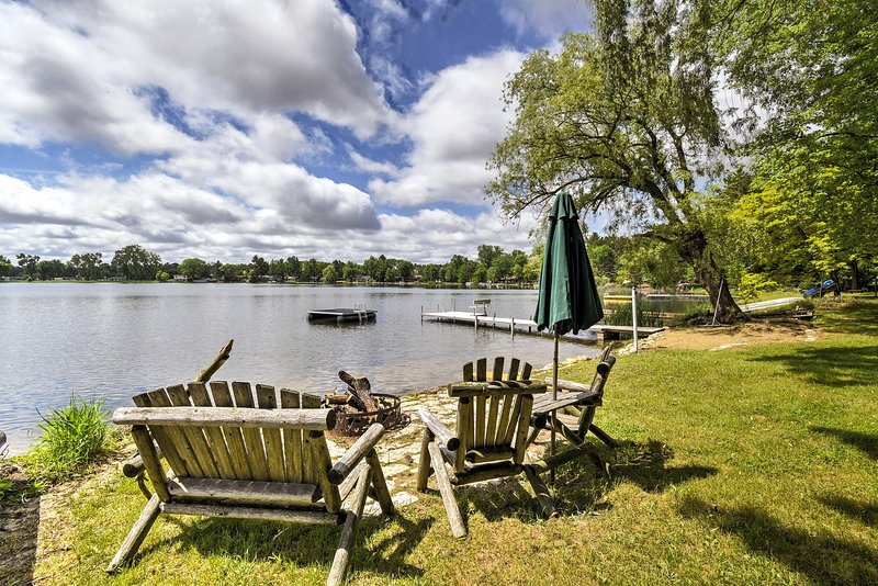 Cozy Wautoma Home w/ Boats & Dock on Bughs Lake!, casa vacanza a Poy Sippi