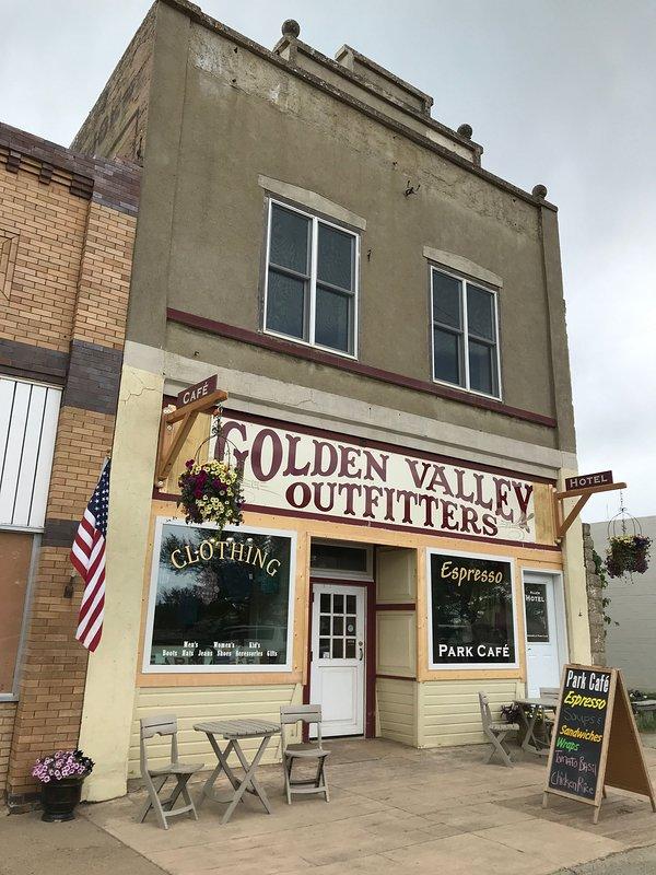 Hotel del centro histórico construido en 1906 es el hogar de Allen Hotel, Park Café y Golden Valley Outfitters