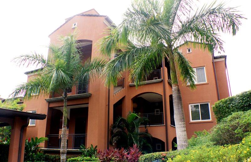 Alta Vista Condominiums