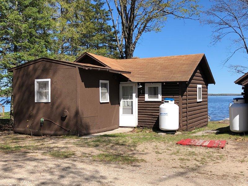 Lakeside Cabins - Cabin #1, holiday rental in Carp Lake