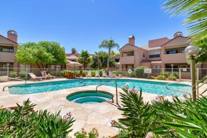 Sair e relaxar na comunidade piscina aquecida estilo resort e spa!