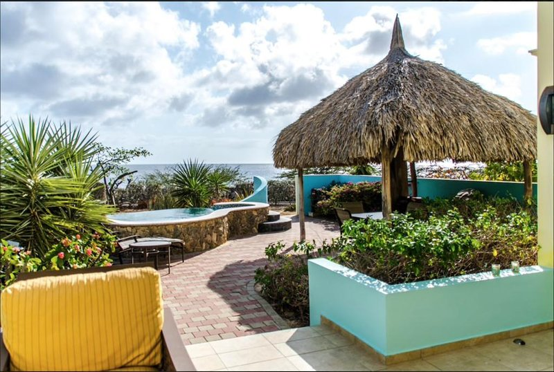 1-min walk from Playa Kalki, with a private plunge pool and a endless sea view.