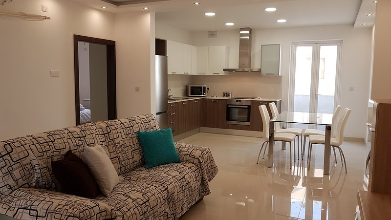 3 Bedrooms Modern Holiday Apartment for Long and Short lets in central Malta, vacation rental in Haz-Zebbug
