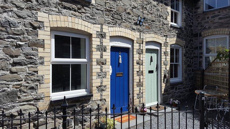 Dyfi Cottage (Royal Blue door)