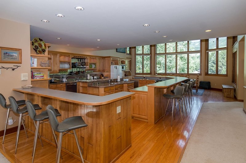 Expansive main level in an open concept