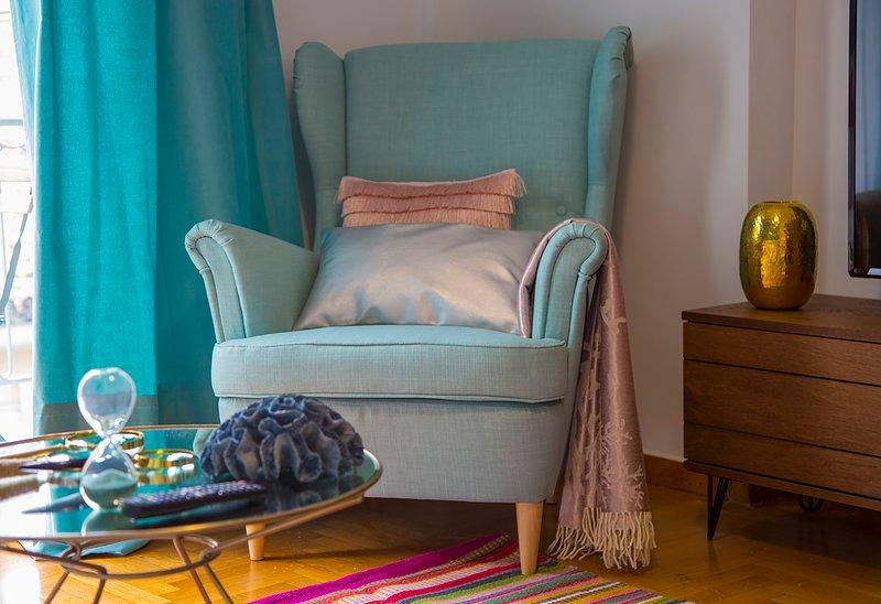 La sala de estar Retropolitan Lycabetus, es elegante y elegante.