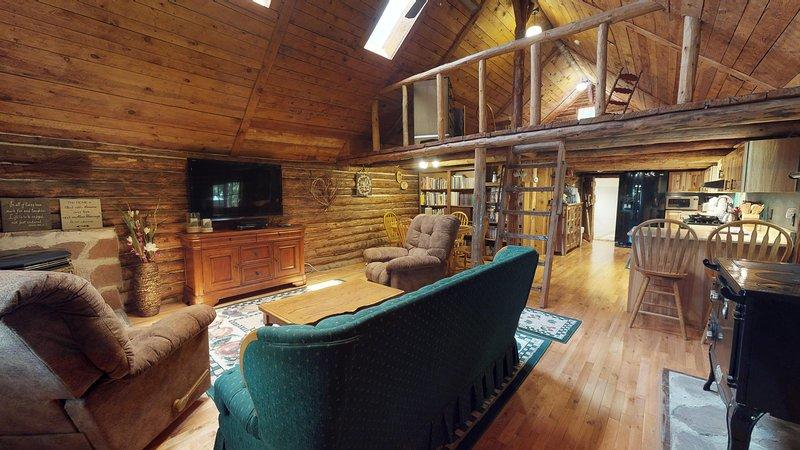 Stunning Apple Lane Log Cabin, vacation rental in Blanding