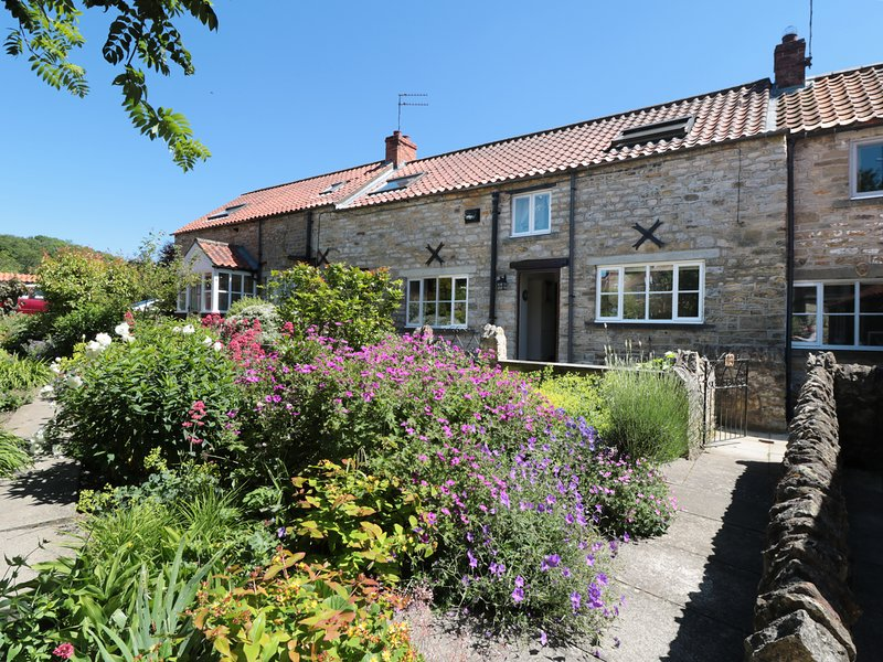 THE OLD POTTING SHED, central location, Kirkbymoorside, 980345, holiday rental in Harome