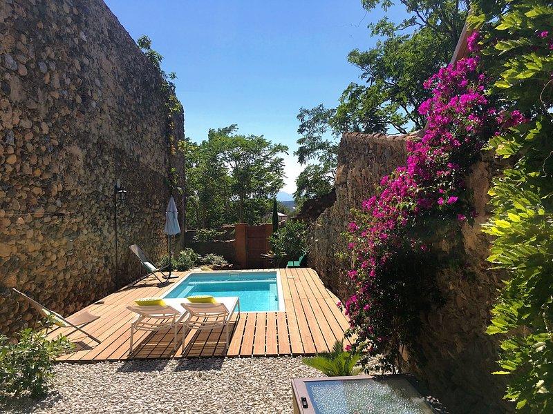 La Sargantana de Garriguella con jardin y piscina privada, holiday rental in Capmany