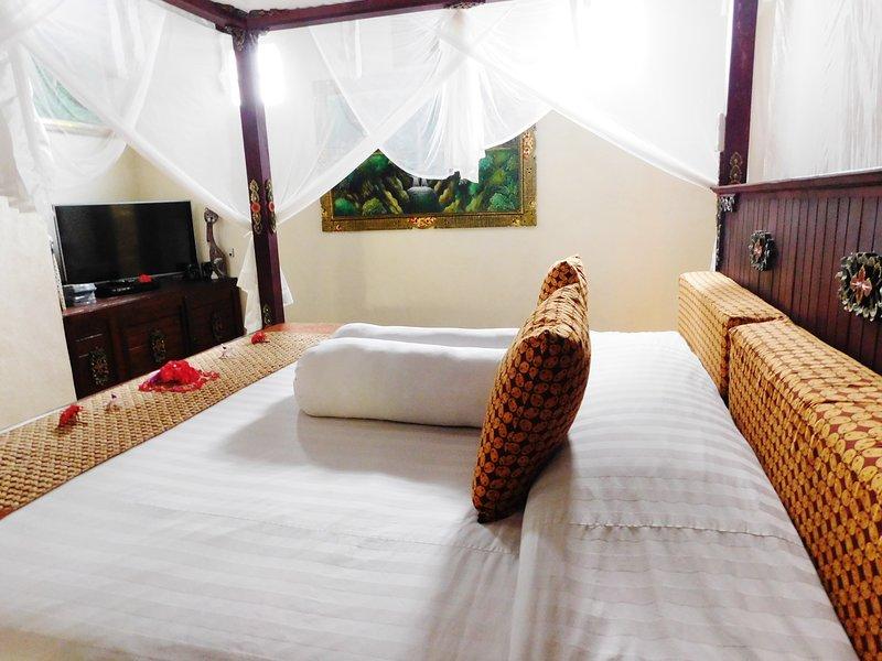 Belle confortable lit géant, avec waterwall et TV / DVD