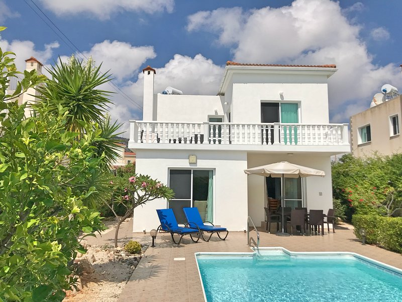 Luxury 3 bedroom/3 bathroom villa with private pool, sun terrace and stunning views.
