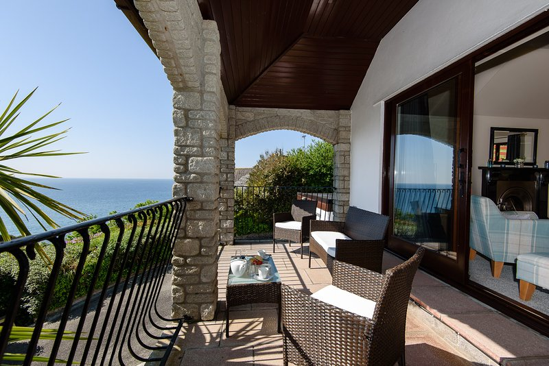 Highgrove Waves - Stunning house with magnificent sea views, pet friendly, location de vacances à St Martin