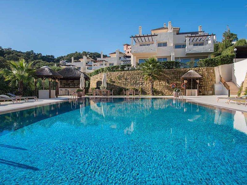 The Oakhill Marbella - La Mairena-Duplex penthouse apartment with mountain view, casa vacanza a Elviria