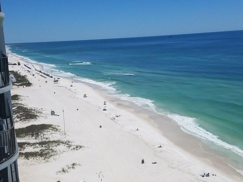 Belle vue sur la plage toute la journée!
